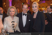 Look! Woman of the Year-Awards 2015 - Rathaus - Di 17.11.2015 - Sir Roger MOORE mit Ehefrau Lady Kristina, Kathrin GLOCK124
