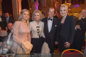 Look! Woman of the Year-Awards 2015 - Rathaus - Di 17.11.2015 - Sir Roger MOORE mit Ehefrau Lady Kristina, Kathrin GLOCK125