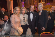 Look! Woman of the Year-Awards 2015 - Rathaus - Di 17.11.2015 - Sir Roger MOORE mit Ehefrau Lady Kristina, Kathrin GLOCK126