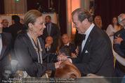 Look! Woman of the Year-Awards 2015 - Rathaus - Di 17.11.2015 - Farah DIBA PAHLAVI, Sir Roger MOORE149