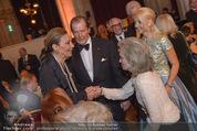 Look! Woman of the Year-Awards 2015 - Rathaus - Di 17.11.2015 - Farah DIBA PAHLAVI, Sir Roger MOORE mit Ehefrau Lady Kristina151