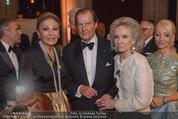 Look! Woman of the Year-Awards 2015 - Rathaus - Di 17.11.2015 - Farah DIBA PAHLAVI, Sir Roger MOORE mit Ehefrau Lady Kristina159