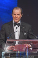 Look! Woman of the Year-Awards 2015 - Rathaus - Di 17.11.2015 - Sir Roger MOORE172