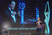 Look! Woman of the Year-Awards 2015 - Rathaus - Di 17.11.2015 - Sir Roger MOORE174