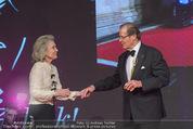 Look! Woman of the Year-Awards 2015 - Rathaus - Di 17.11.2015 - Sir Roger MOORE mit Ehefrau Lady Kristina177