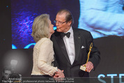 Look! Woman of the Year-Awards 2015 - Rathaus - Di 17.11.2015 - Sir Roger MOORE mit Ehefrau Lady Kristina178