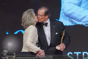 Look! Woman of the Year-Awards 2015 - Rathaus - Di 17.11.2015 - Sir Roger MOORE mit Ehefrau Lady Kristina179