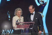 Look! Woman of the Year-Awards 2015 - Rathaus - Di 17.11.2015 - Sir Roger MOORE mit Ehefrau Lady Kristina180