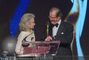 Look! Woman of the Year-Awards 2015 - Rathaus - Di 17.11.2015 - Sir Roger MOORE mit Ehefrau Lady Kristina181