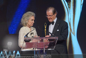Look! Woman of the Year-Awards 2015 - Rathaus - Di 17.11.2015 - Sir Roger MOORE mit Ehefrau Lady Kristina182