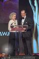 Look! Woman of the Year-Awards 2015 - Rathaus - Di 17.11.2015 - Sir Roger MOORE mit Ehefrau Lady Kristina185