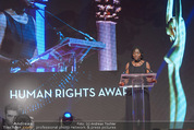 Look! Woman of the Year-Awards 2015 - Rathaus - Di 17.11.2015 - Auma OBAMA288