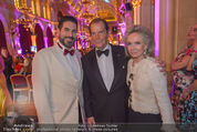 Look! Woman of the Year-Awards 2015 - Rathaus - Di 17.11.2015 - Clemens UNTERREINER, Sir Roger MOORE mit Ehefrau Lady Kristina326