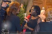 Look! Woman of the Year-Awards 2015 - Rathaus - Di 17.11.2015 - Auma OBAMA91