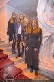 Olafur Eliasson Ausstellung - Winterpalais - Fr 20.11.2015 - Familie Francesca HABSBURG Mutter Fiona T�chter Eleonore, Glori105