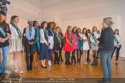 100 Miss Earth - Belvedere - Fr 27.11.2015 - Die Missen (Miss Earth) in der Ausstellung29