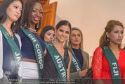 100 Miss Earth - Belvedere - Fr 27.11.2015 - Die Missen (Miss Earth) in der Ausstellung30