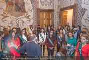 100 Miss Earth - Belvedere - Fr 27.11.2015 - Die Missen (Miss Earth) in der Ausstellung7