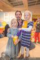 Kinopremiere Heidi - Village Cinemas - Di 01.12.2015 - Michael MAERTENS mit Tochter Wilma und deren Freundin6