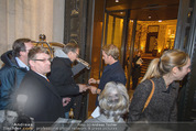 Thomas Sabo Kollektionspräsentation - Park Hyatt - Do 03.12.2015 - Nico ROSBERG schreibt Autogramme134