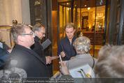 Thomas Sabo Kollektionspräsentation - Park Hyatt - Do 03.12.2015 - Nico ROSBERG schreibt Autogramme135
