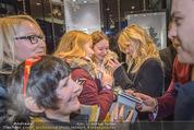 Thomas Sabo Kollektionspräsentation - Park Hyatt - Do 03.12.2015 - Georgia May JAGGER schreibt Autogramme166