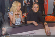 White pearl mountain Club - Sportzentrum Hinterglemm - Sa 05.12.2015 - Pamela ANDERSON, Lilly BECKER217