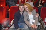 Star Wars - das Erwachen der Macht Kinopremiere - Cineplexx Donauplex - Mi 16.12.2015 - Marie-Christine GIULIANI mit Sohn Santino112