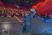 Star Wars - das Erwachen der Macht Kinopremiere - Cineplexx Donauplex - Mi 16.12.2015 - Selfie vor dem Publikum130
