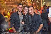 friends4friends Weihnachtsfest - Stadthalle - Sa 19.12.2015 - Kati BELLOWITSCH, Daniel GEYER mit Freund32