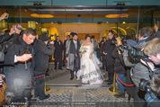 Anna Netrebko Hochzeit - Trauung - Palais Coburg - Di 29.12.2015 - Anna NETREBKO, Yusif EYVAZOV mit Medienrummel170