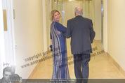Anna Netrebko Hochzeit - Trauung - Palais Coburg - Di 29.12.2015 - Irina GULYAEVA bringt Yuri Netrebko zu seiner Tochter Anna38