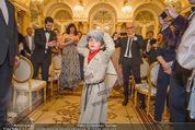 Anna Netrebko Hochzeit - Trauung - Palais Coburg - Di 29.12.2015 - Tiago, Sohn von Anna Netrebko wird von allen Seiten fotografiert48