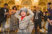 Anna Netrebko Hochzeit - Trauung - Palais Coburg - Di 29.12.2015 - Tiago, Sohn von Anna Netrebko wird von allen Seiten fotografiert49