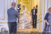 Anna Netrebko Hochzeit - Trauung - Palais Coburg - Di 29.12.2015 - Vater Yuri bringt Tochter Anna NETREBKO zur Trauung50