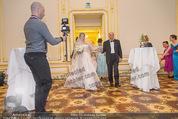 Anna Netrebko Hochzeit - Trauung - Palais Coburg - Di 29.12.2015 - Vater Yuri bringt Tochter Anna NETREBKO zur Trauung51