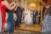 Anna Netrebko Hochzeit - Trauung - Palais Coburg - Di 29.12.2015 - Vater Yuri bringt Tochter Anna NETREBKO zur Trauung54