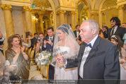 Anna Netrebko Hochzeit - Trauung - Palais Coburg - Di 29.12.2015 - Vater Yuri bringt Tochter Anna NETREBKO zur Trauung58