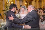 Anna Netrebko Hochzeit - Trauung - Palais Coburg - Di 29.12.2015 - Vater Yuri bringt Tochter Anna NETREBKO zu Yusif EYVAZOV65