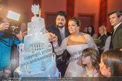 Anna Netrebko Hochzeit - Feier - Palais Liechtenstein - Di 29.12.2015 - Anna NETREBKO, Yusif EYVAZOV schneiden Hochzeitstorte an161