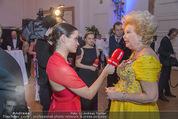 Zuckerbäckerball - Hofburg - Do 14.01.2016 - Romina COLERUS interviewt Birgit SARATA f�r HEUTE-TV37