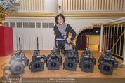 ORF backstage am Ball - Staatsoper - Mi 03.02.2016 - Andrea HEINRICH mit Kameras1