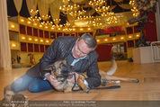 ORF backstage am Ball - Staatsoper - Mi 03.02.2016 - Alfons HAIDER mit Sprengstoffsp�rhund13