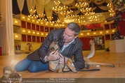 ORF backstage am Ball - Staatsoper - Mi 03.02.2016 - Alfons HAIDER mit Sprengstoffsp�rhund14