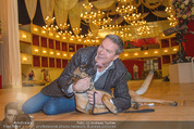 ORF backstage am Ball - Staatsoper - Mi 03.02.2016 - Alfons HAIDER mit Sprengstoffsp�rhund15