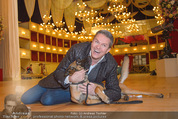 ORF backstage am Ball - Staatsoper - Mi 03.02.2016 - Alfons HAIDER mit Sprengstoffsp�rhund16
