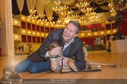 ORF backstage am Ball - Staatsoper - Mi 03.02.2016 - Alfons HAIDER mit Sprengstoffsp�rhund17