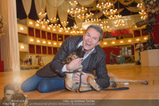 ORF backstage am Ball - Staatsoper - Mi 03.02.2016 - Alfons HAIDER mit Sprengstoffsp�rhund18