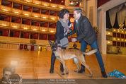 ORF backstage am Ball - Staatsoper - Mi 03.02.2016 - Andrea HEINRICH, Alfons HAIDER mit Sprengstoffsp�rhund22
