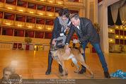 ORF backstage am Ball - Staatsoper - Mi 03.02.2016 - Andrea HEINRICH, Alfons HAIDER mit Sprengstoffsp�rhund24